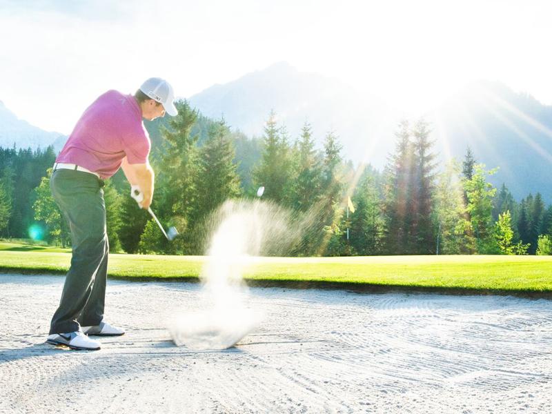 Abschlag am Golfplatz