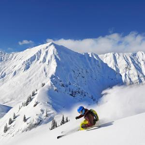 Skitourengeher bei der Abfahrt