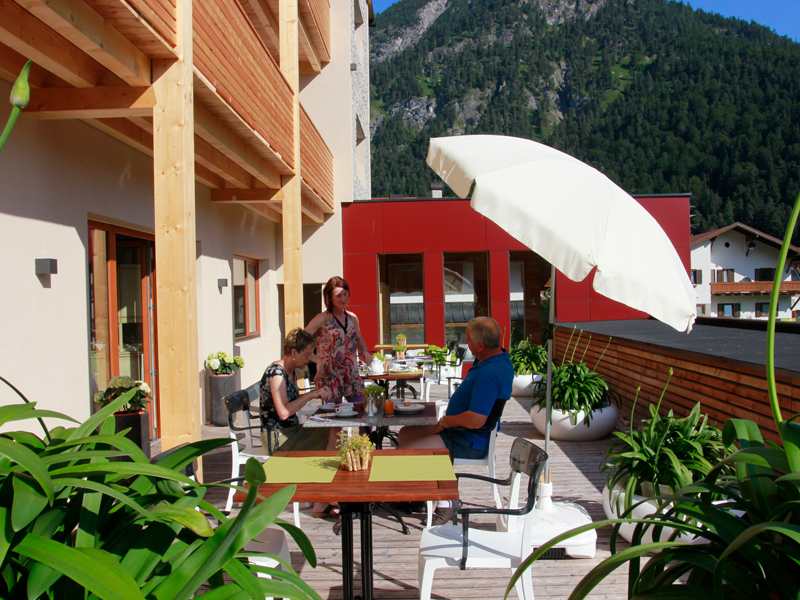 Unsere Berghof-Sonnenterrasse