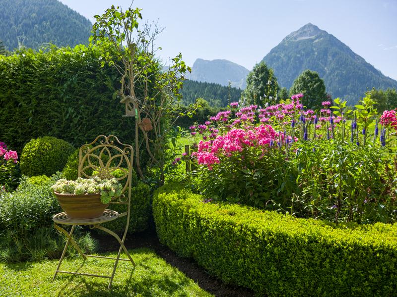 Garten mit Blick auf den Tristenkopf